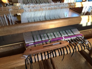 Batten of Vt Loom notice the sheen on it linen project 40epi