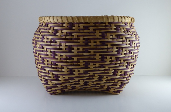 Round basket in natural and purple twill